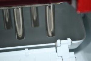 how does a countertop ice maker works