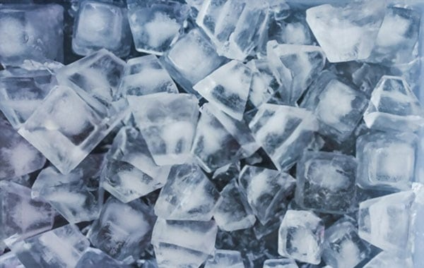 Keep ice cubes from sticking together